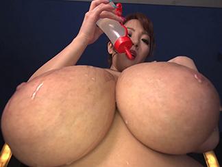 Busty Hitomi Oil Massage